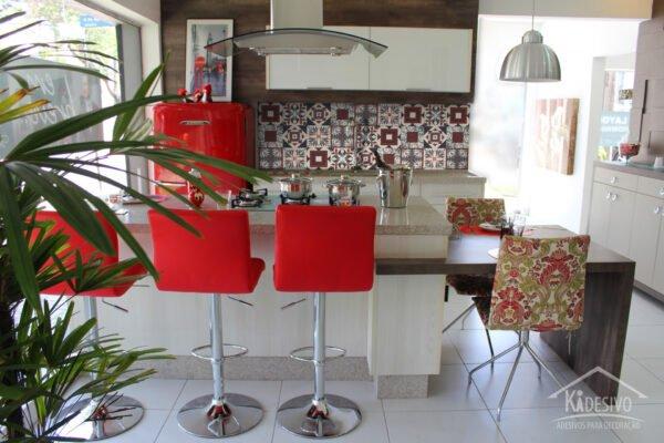 Azulejo Adesivo Creme, Vermelho e Cinza